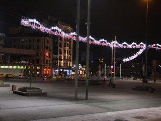 Taksim Meydanı süslendi