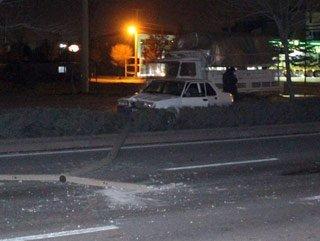 Alkollü sürücü aydınlatma direğine çarptı